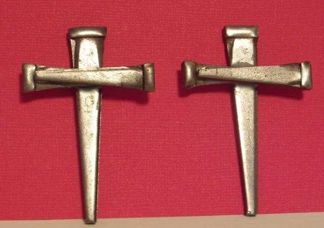 Nail-Crosses